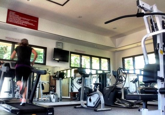 Fiji Gateway Hotel: interior of gym