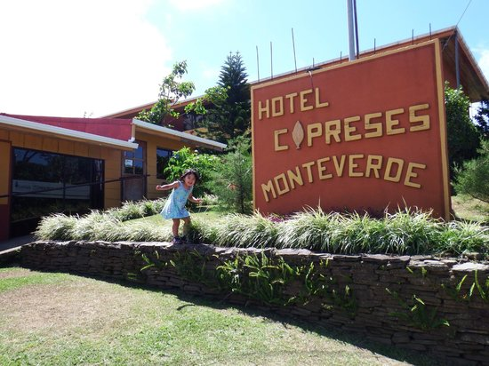 Hotel Cipreses Monteverde Costa Rica: Front sign