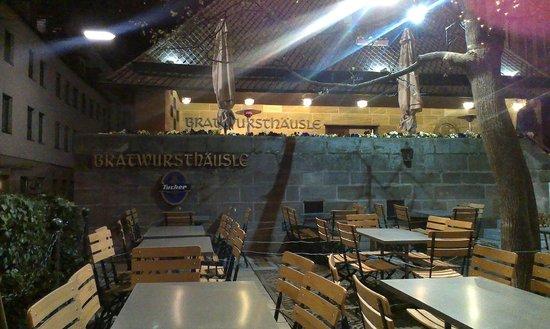 Bratwursthäusle: Ресторан