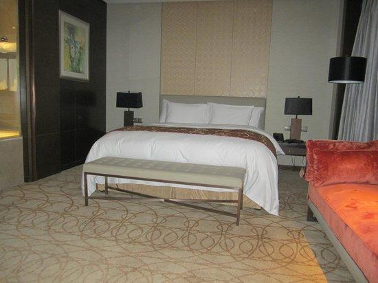 Crowne Plaza XUZHOU DALONG LAKE: Wonderful bed