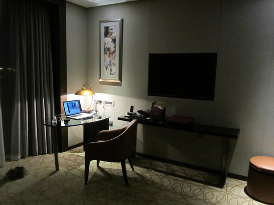 Crowne Plaza XUZHOU DALONG LAKE: Excellent work desk