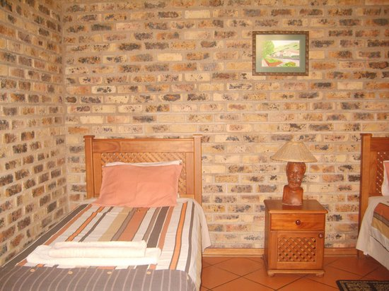 Thaba Tsweni Lodge & Safaris: kids bedroom