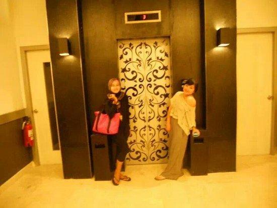 J Boutique Hotel: lift