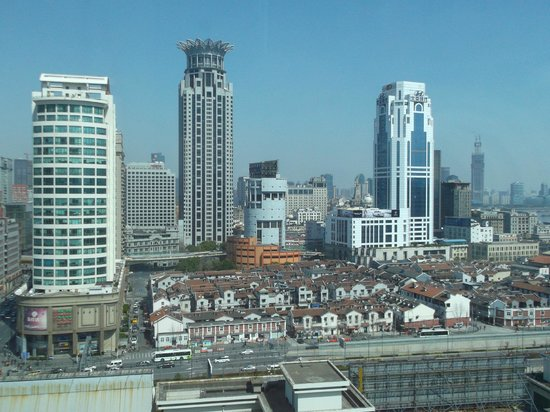 Renaissance Shanghai Yu Garden Hotel: view of Puxi from my room