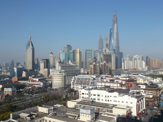 Renaissance Shanghai Yu Garden Hotel: view of Pudong from my room 17th floor