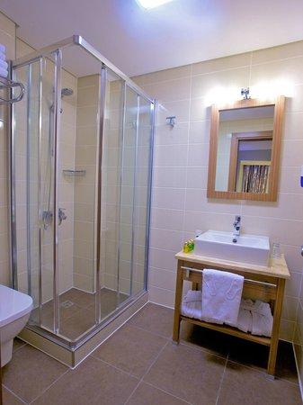Hotel Momento: Bathroom