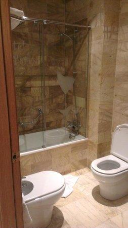 Flor Parks Hotel : ванная