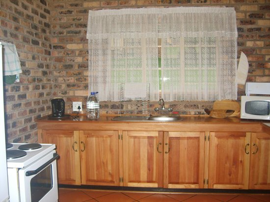Thaba Tsweni Lodge & Safaris: spacious kitchen