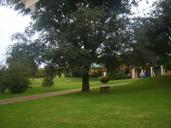 Thaba Tsweni Lodge & Safaris : well maintained grounds