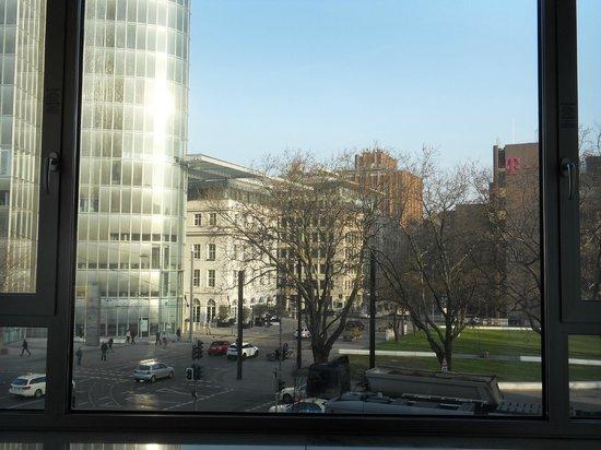 Leonardo Royal Hotel Düsseldorf Königsallee: View from bedroom