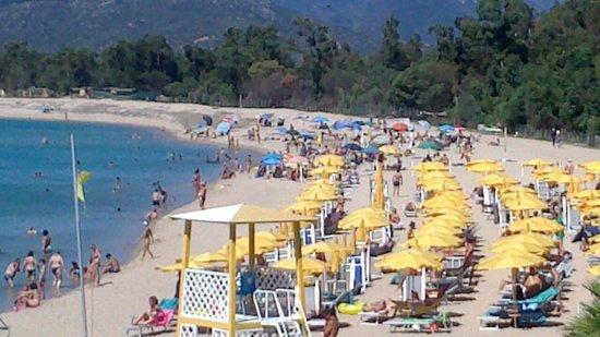 Hotel Club Saraceno: Overcrowded beach