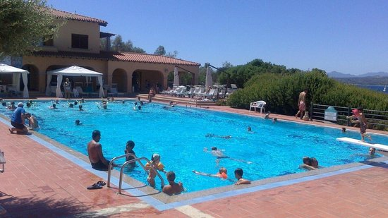 Hotel Club Saraceno : Overcrowded pool
