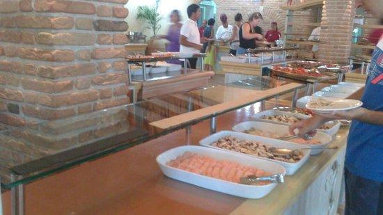 Hotel Club Saraceno : Empty antipasti area -15 minutes after opening
