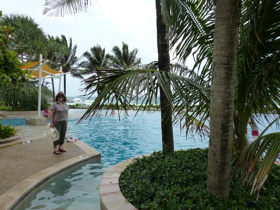 Katathani Phuket Beach Resort: The pool