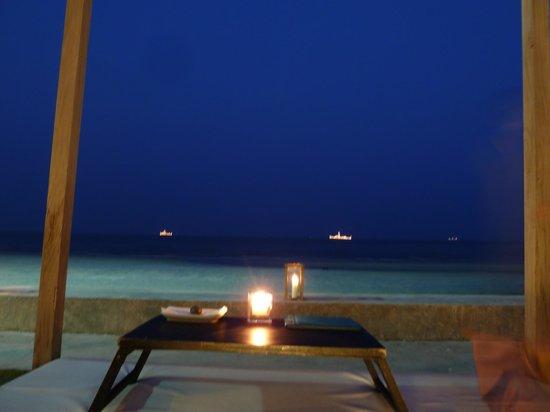 Oceanside Beach Club & Restaurant: Blick aufs Meer vom Barbereich aus