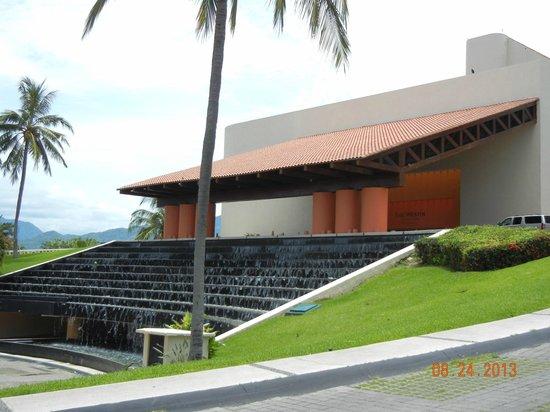 The Westin Resort & Spa Puerto Vallarta: Front of the hotel