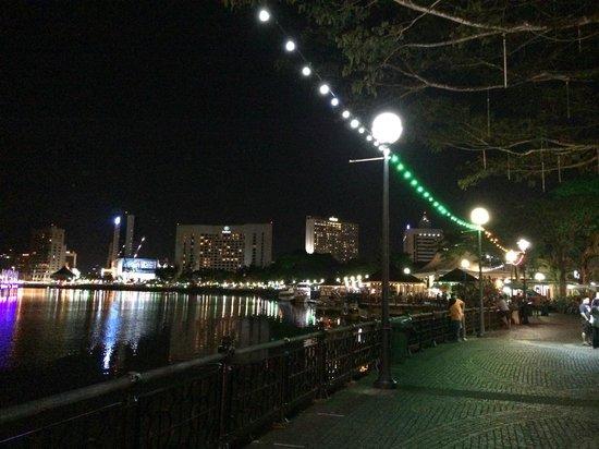 Kuching Esplanade: Riverview
