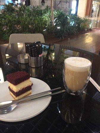 Posh Cafe: Latte & tiramisu 1