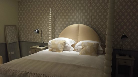 Houndgate Townhouse: Bed