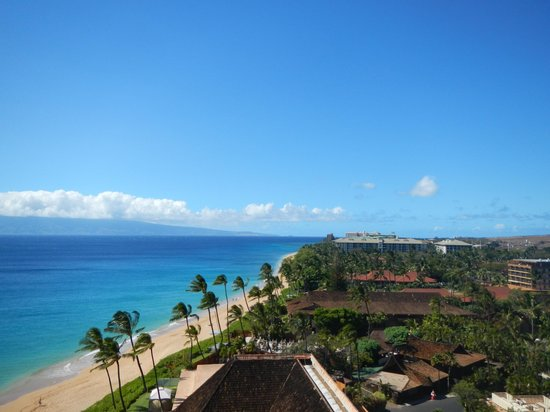 Royal Lahaina Resort: Looking North from the room