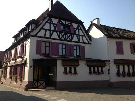Auberge du Cheval Blanc: façade du restaurant