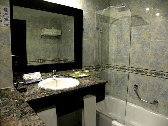 Sirenis Punta Cana Resort Casino & Aquagames : Suite 108 im Haus S - Badezimmer