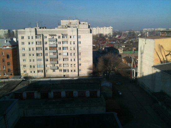 Derzhavinskaya: Вид из окна. С другой стороны вид на оживленную улицу