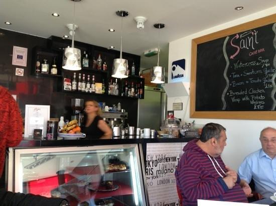 Saint Cafe Bar: busy friday morning.