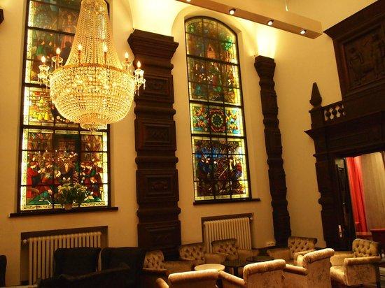 Radisson Blu Plaza Hotel, Helsinki : Nice glass painting (bar area)