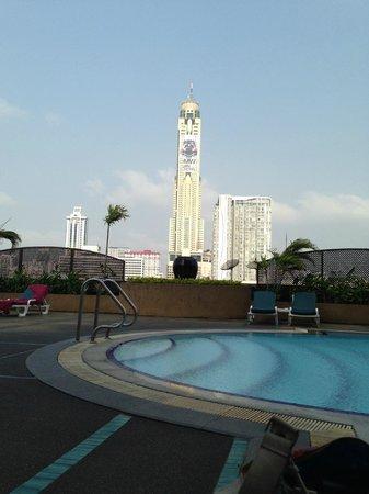 Ramada D MA Bangkok : Pool area