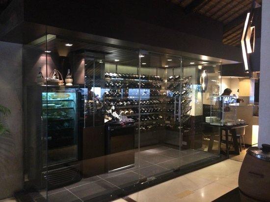 Sala Bua Restaurant : ワインセラー