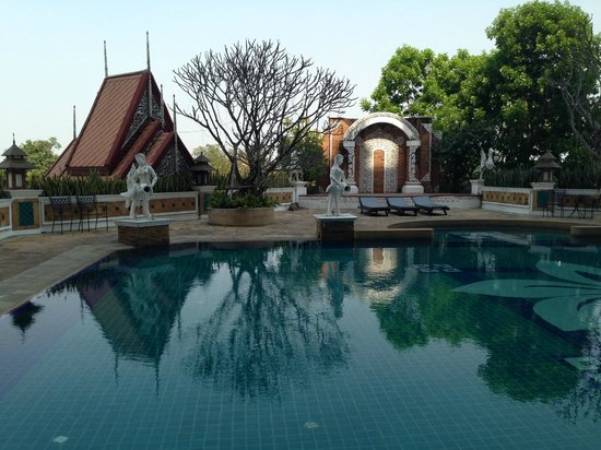 Furama Chiang Mai: Pool Area