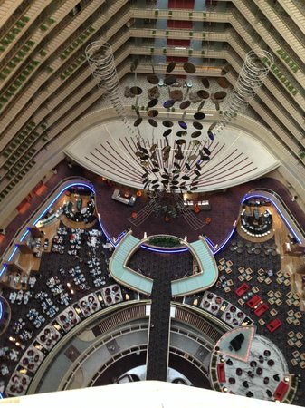 Marina Mandarin Singapore : view from the upper floor of reception, bars and restaurants