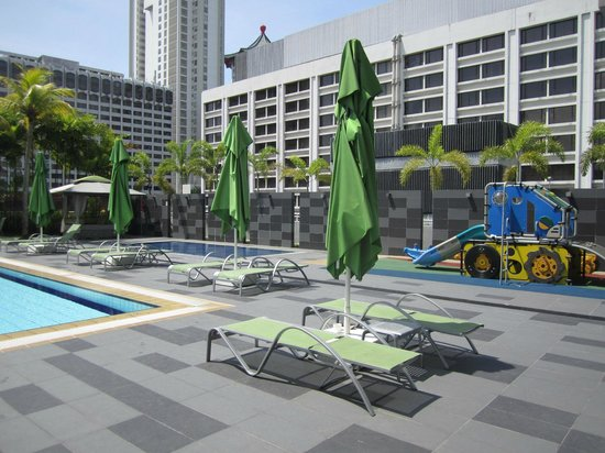 8 on Claymore Serviced Residences: Kid's Pool and Play area