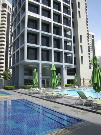 8 on Claymore Serviced Residences: Pool area