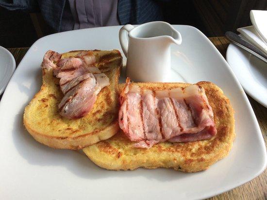 Duke's Head Hotel Wallington: French Toast, Bacona nd Maple Syrup