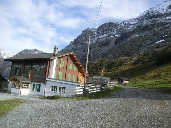 Alpiglen: 休業中のホテル