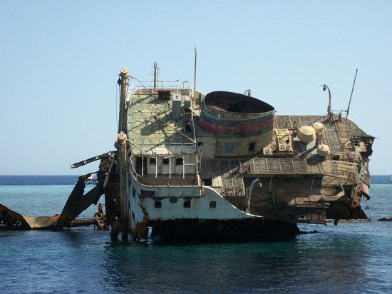 Sinai Safari Adventures : Ship wreck Tiran Island