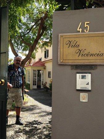 Vila Vicencia : Från den låsta porten in i hotellet