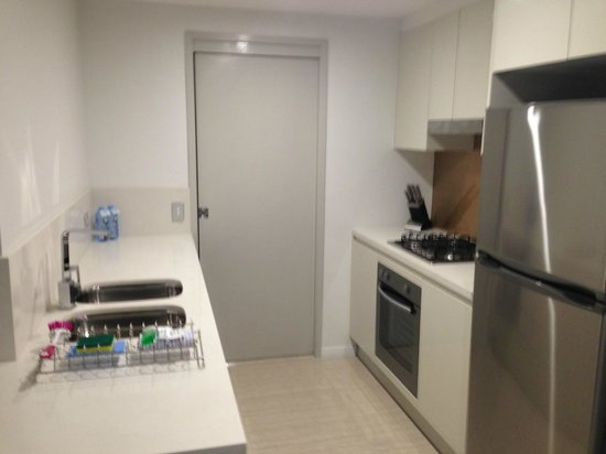 Meriton Suites Herschel Street, Brisbane: kitchenette