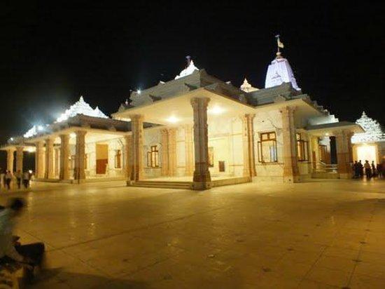 Adalaj Trimandir: Side View of Trimandir