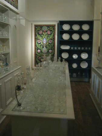 Museum of London : Glass shop in Victorian walk area