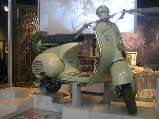 Museum of London : 60s scooter