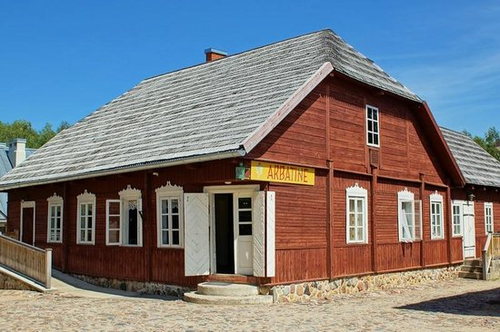 Girkalnio Namas : Tearoom is located in the centre of the township.