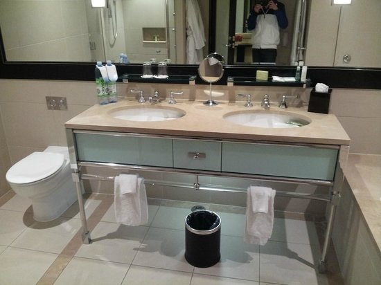 The Westin Melbourne: Classic Room Bathroom 'Huge'