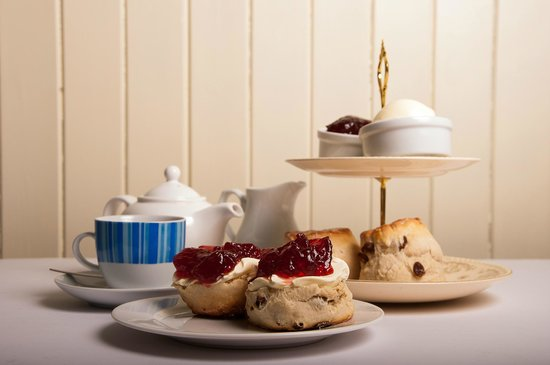 Tudors Cafe & Delicatessen: Devon Cream Tea @ Tudors