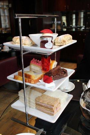 Radisson Blu Edwardian Berkshire : Afternoon tea in het restaurant op de 1st floor
