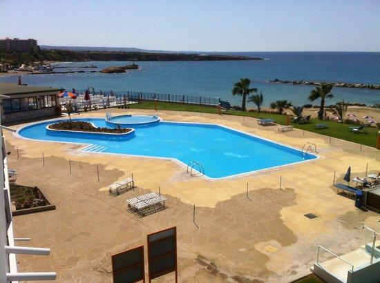 Corallia Beach Hotel Apartments : Pool