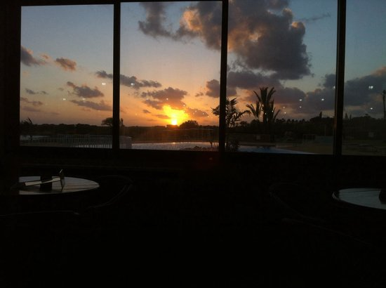 Corallia Beach Hotel Apartments: Sunset from the resturant