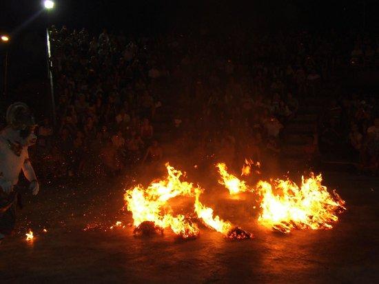 Kecak and Fire Dance : Kecak Fire Dance at Uluwatu Temple